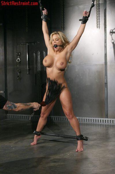 Голые в наручниках девушки  обнаженные фото и эротика