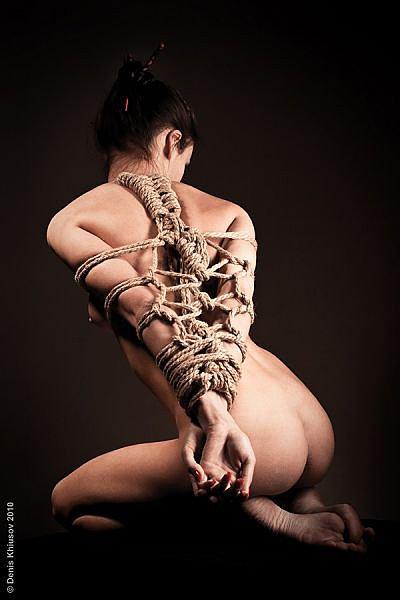 eroticheskoe-svyazivanie-verevkami