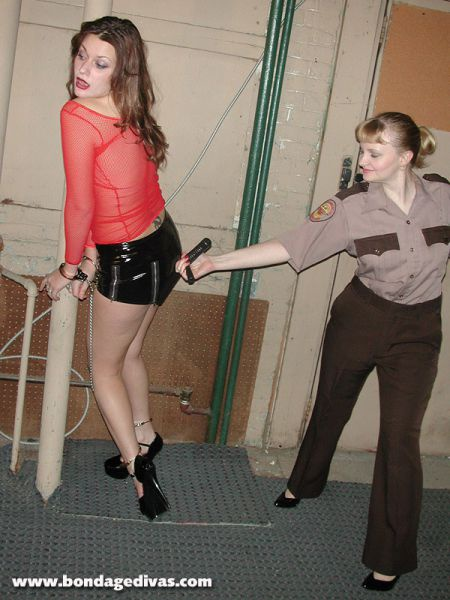 Порка женщин розгами ремнем фото 679-876